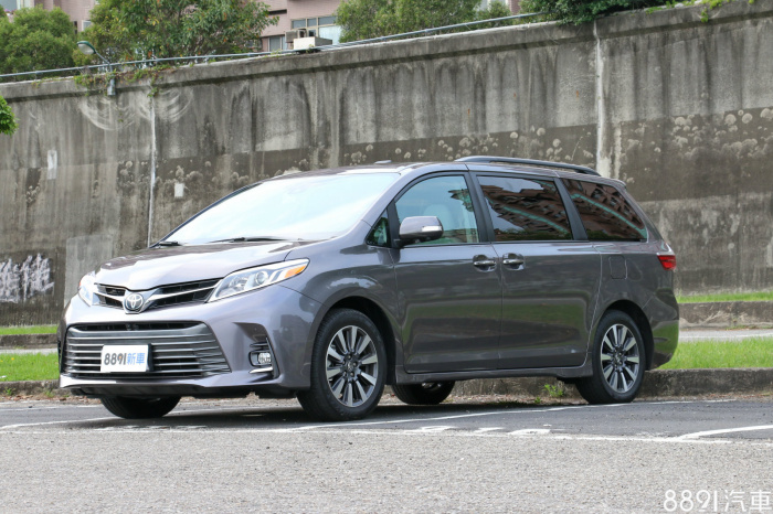 Toyota Sienna 外觀圖片